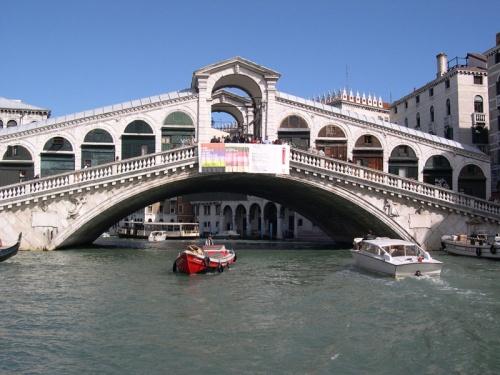 Mostovi - Page 24 Rialto-most